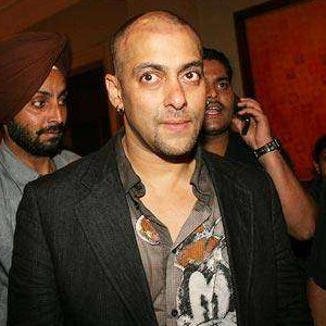 salman-kahn-hair-transplant-during